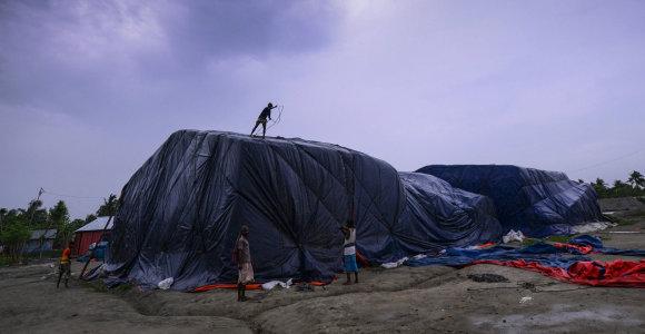 Ciklono Fani atnešti vėjai plėšė alpinistų palapines nuo Everesto šlaitų