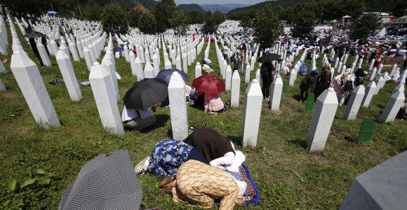 Bosnijos musulmonai laidoja dar 35 Srebrenicos žudynių aukas