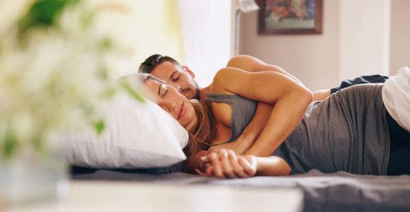 Ar porai sveika miegoti kartu? O gal geriau pailsima, kai mylimieji miega atskirai?