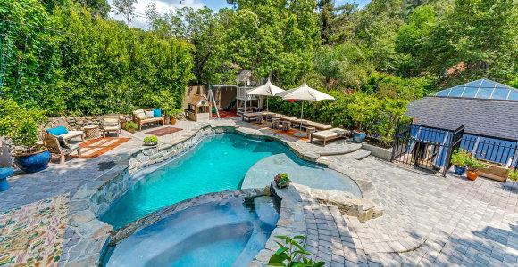 """Grupės """"Good Charlotte"""" vokalistas Joelis Maddenas su žmona Nicole Richie parduoda šeimos namus"""