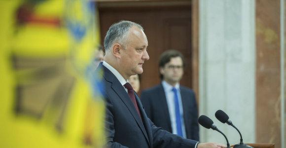 Moldovos buvusi valdančioji partija perdavė valdžią, kad sustabdytų politinę krizę