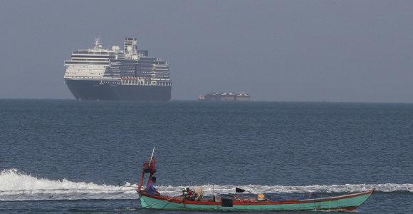 Kambodžos priimto laivo keleiviams išsibarsčius po pasaulį COVID-19 gali išplisti