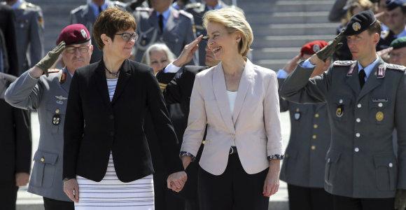 """A.Merkel įpėdinė žengia į """"minų lauką"""": Gynybos ministerijoje jos laukia iššūkiai"""