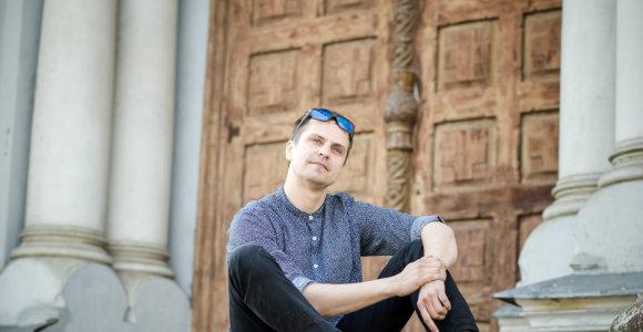 Karmėlavą su fotoaparatu atrandantis menininkas A.Morozovas: čia – ne tik kelias iki oro uosto ar cepelinai
