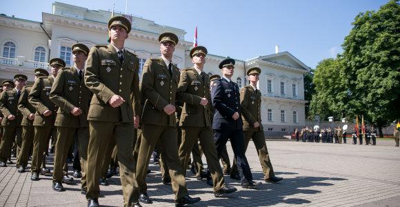 Karo akademijos absolventai tapo leitenantais