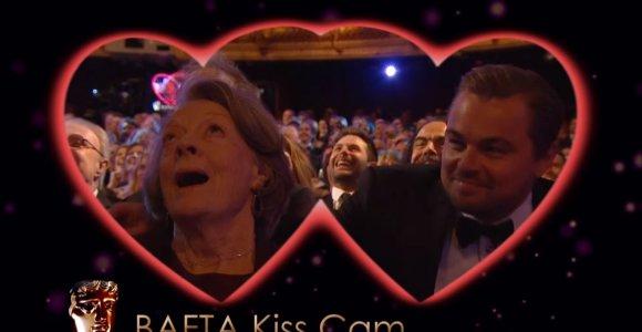 BAFTA apdovanojimuose bučinių kamera privertė pasibučiuoti Leonardo DiCaprio ir Maggie Smith