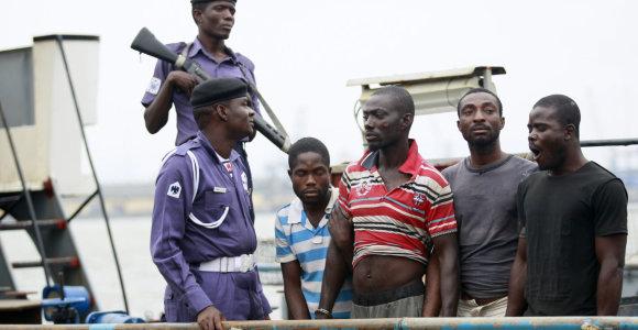 Prie Nigerijos krantų piratai atakavo laivą ir pagrobė įgulos narių