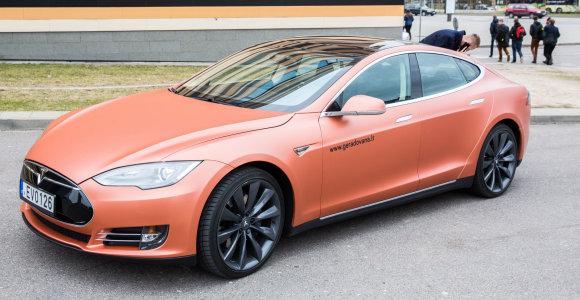 """""""Tesla Model S"""" bandymas: ar automobilis vertas jam skiriamų epitetų?"""