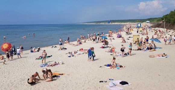 Baltijos jūros smėliu pildomi nykstantys Palangos paplūdimiai