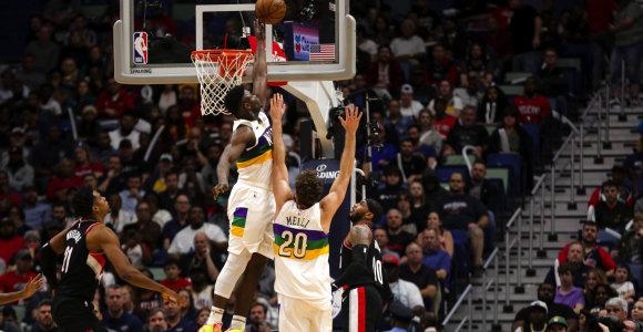 """Carmelo pergudravo Zioną, tačiau jaunuolio vedama """"Pelicans"""" įsirašė pergalę"""