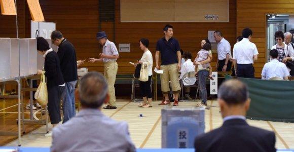 Tokijuje vyksta vietos rinkimai, galintys turėti nacionalinių pasekmių