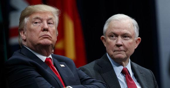 D.Trumpas vėl pažėrė kritikos JAV generaliniam prokurorui J.Sessionsui