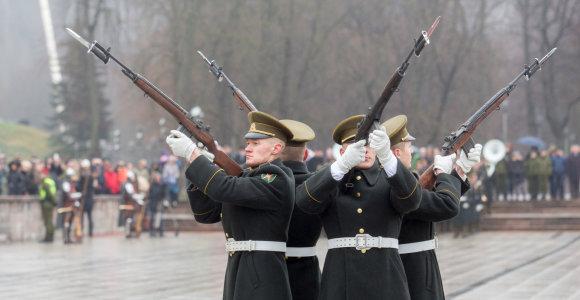 Minint Lietuvos kariuomenės šimtmetį, Vilniuje vyks karinės technikos paradas