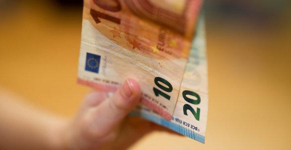 Seimui siūloma 4–18 eurų padidinti šalpos pensijas
