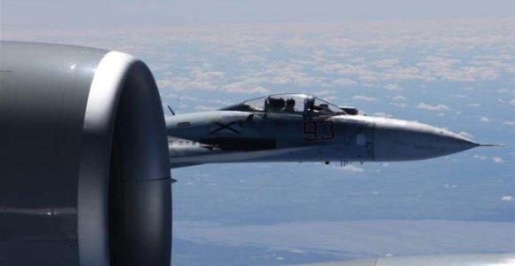 JAV paskelbė pavojingo rusų lėktuvo priartėjimo prie amerikiečių lėktuvo nuotraukas