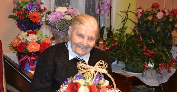 100-ąjį gimtadienį atšventusią Antaniną Urbelionienę saugo optimizmas ir dzūkiškos dainos