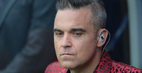 Robbie Williamsas įsitikinęs, kad sirgo koronavirusu: sako mistiškai pagijęs maldomis