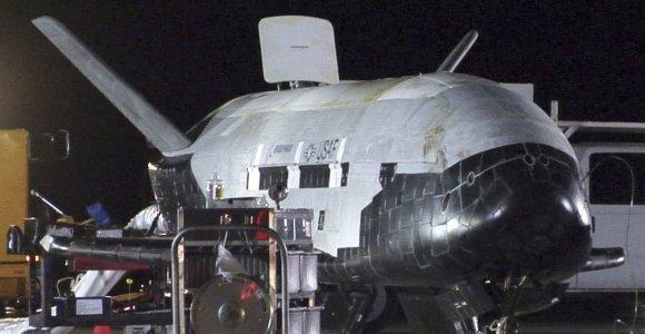 Po daugiau nei dvejų metų kosmose nusileido paslaptingas kosminis lėktuvas X-37B