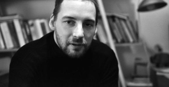Naujas vardas lietuvių literatūroje – Narius Kairys pristato pirmąjį savo romaną