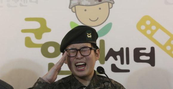 Pietų Korėjos transseksualė karė prašo leisti likti armijoje