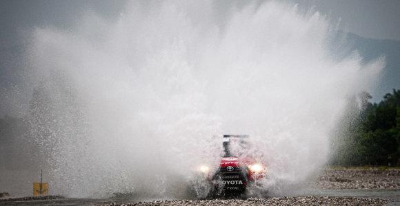 "Benedikto Vanago automobilis ""Italian Baja"" paspringo vandeniu, lenktynės baigtos"