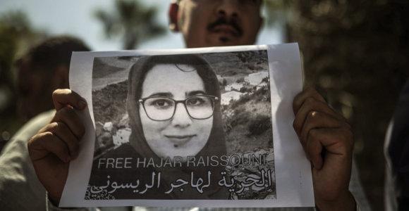 """Maroko žurnalistei skirti vieneri metai kalėjimo už """"neteisėtą abortą"""""""