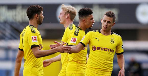"""Autsaiderius subombardavusi """"Borussia"""" bando palaikyti intrigą Vokietijoje"""