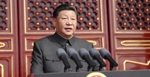 """Xi Jinpingas: dėl bandymų padalyti Kiniją bus """"sutriuškintų kūnų"""""""