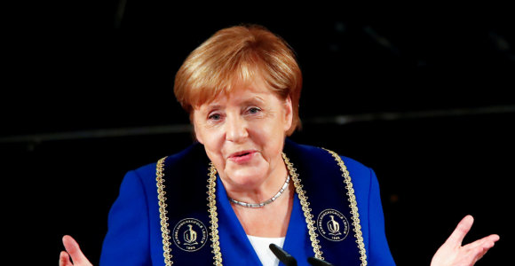 Vokietijos socialdemokratai nubalsavo prieš traukimąsi iš koalicijos