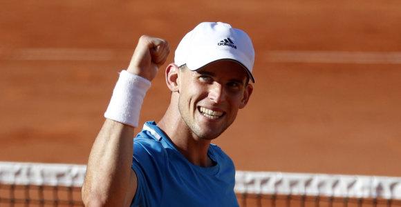 """Lyderiai dominuoja """"Roland Garros"""" – pergales šventė Dominicas Thiemas ir Delpo"""