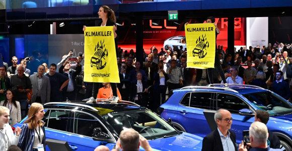 Frankfurte įsibėgėja protestai prieš Vokietijos automobilių pramonę