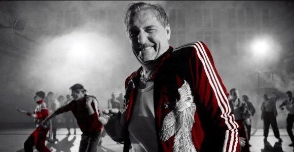 """Grupės """"KAnDIs"""" dovana Kovo 8-osios proga – Emilio Vėlyvio režisuotas vaizdo klipas """"Moteris"""""""