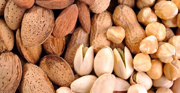 Riešutų ir džiovintų vaisių mėgėjams: atkreipkite dėmesį, ką valgote