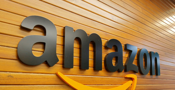 """Tyrimas: """"Amazon"""" atėmė iš """"Google"""" vertingiausio pasaulyje prekės ženklo titulą"""