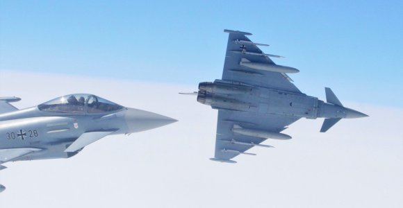 NATO naikintuvai lydėjo Rusijos orlaivį