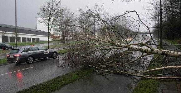 Norvegijoje dėl audros uždaryta kelių, Danijoje kilo potvynis