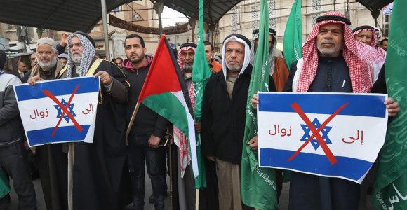 """Atsinaujinus apšaudymui raketomis, Izraelis smogė """"Hamas"""" taikiniams Gazos Ruože"""