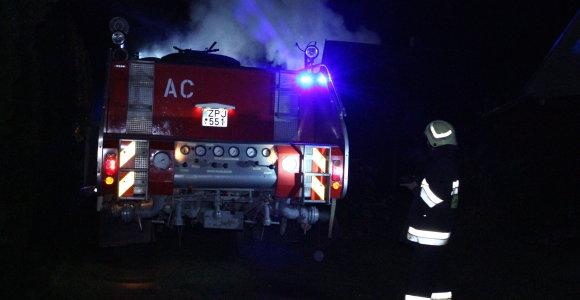 Šakių rajone sudegė namas, žuvo senolė, neišgyveno ir vyras po gaisro Kleboniškiuose