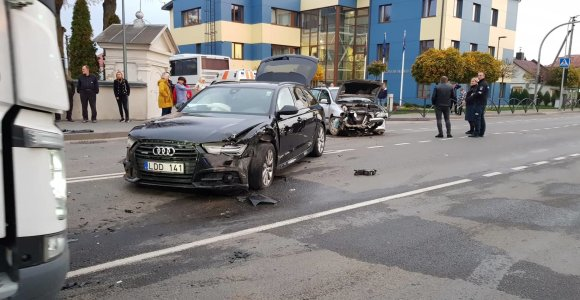 Garliavos pagrindinėje gatvėje – masinė avarija: buvo nukreipiamas eismas