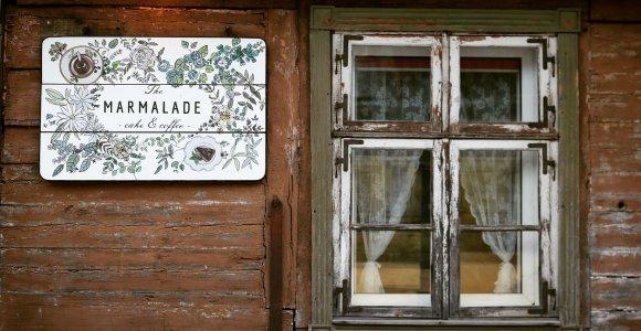 Gražiausiame Latvijos miestelyje kačių daugiau nei turistų