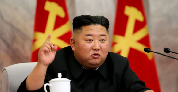 """Šiaurės Korėja svarsto naują savo """"branduolinio karo atgrasymo"""" politiką"""