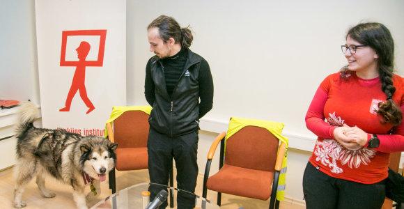 Dviračiu ir su šunimi į šiaurę keliaujantys lenkai: norime tikros Laplandijos žiemos