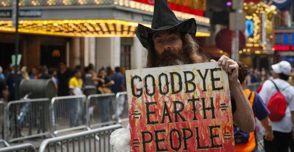 Prasti popieriai: jeigu niekas nesikeis, žmonių civilizacija iki 2050 metų gali išnykti