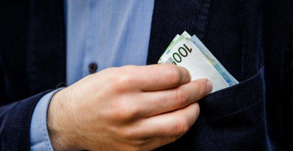 Telšiuose policininku prisistatęs sukčius iš senjorės išviliojo 16 tūkst. eurų