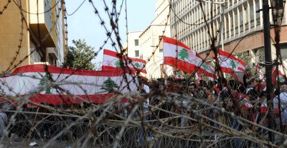 Libane į naujus protestus renkasi šimtai žmonių