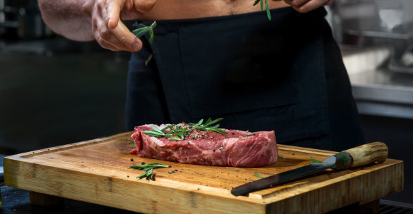 Pomidorus laikykite šakelėmis žemyn. Ką daryti, kad mėsa, daržovės ir vaisiai išliktų švieži kuo ilgiau?