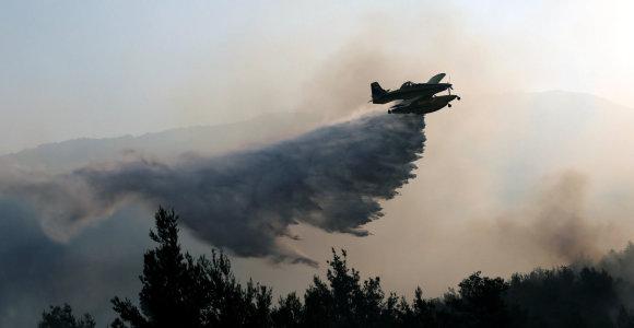 Nauji gaisrai netoli Dubrovniko Kroatijoje gesinami ir iš lėktuvų