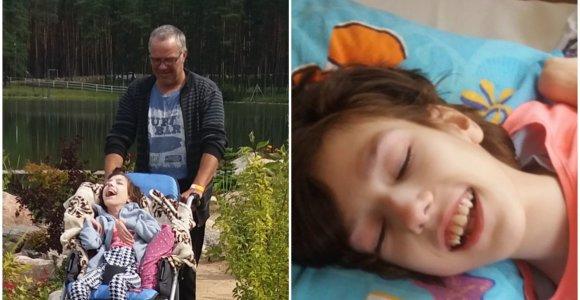 Gimdymo metu Lauryna ir jos mama vos išgyveno: 15-metė nekalba, nevaikšto, bet myli gyvenimą