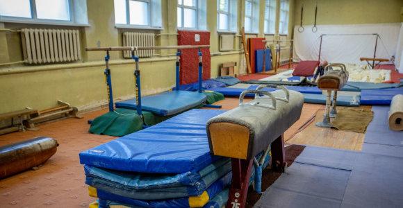 Vilniaus jaunieji gimnastai žengia į XXI amžių: pagaliau per lietų salėje nereikia kibirų