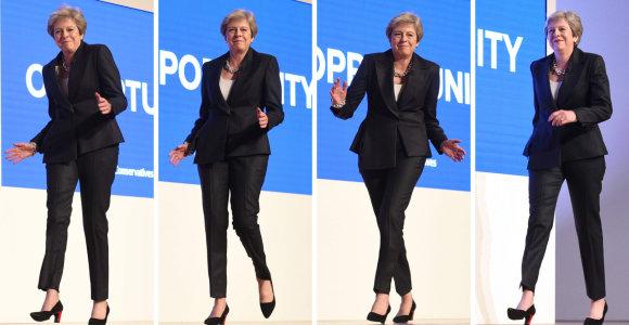 """Didžiosios Britanijos premjerės šokio judesiai pagal ABBA dainą """"Dancing Queen"""": žiūrėkite video"""
